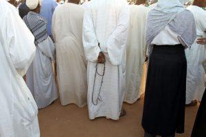 Dansende derwisjen in Sudan - publiek bij de Halgt Zikr