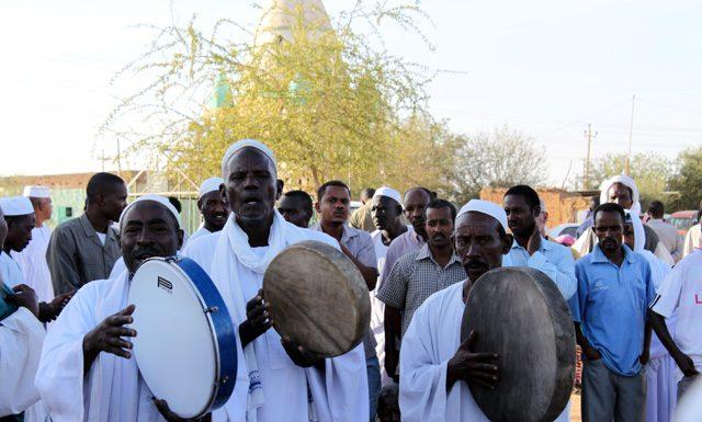 Dansende derwisjen in Sudan - de trommelaars