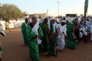 Dansend derwisjen in Sudan - de voorgangers bij de Halgt Zikr