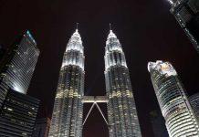 Petronas Twin Towers - vanaf KLCC Park van dichtbij
