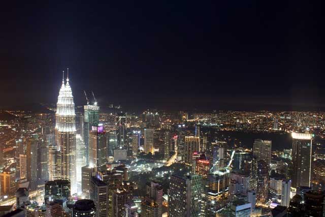 Petronas Twin Towers - vanaf Kuala Lumpur Toren nacht