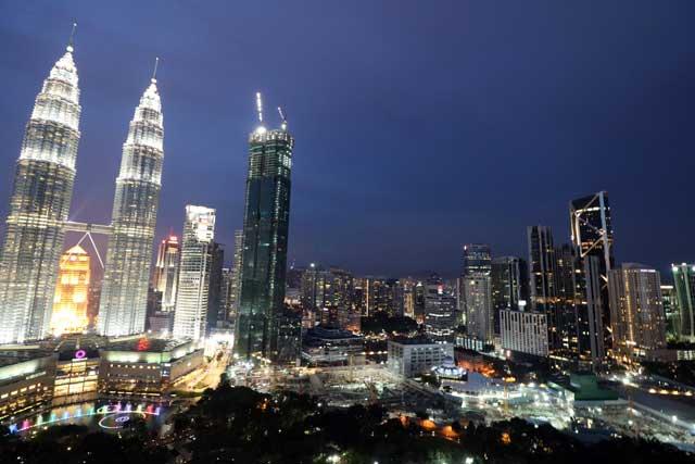 Petronas Twin Towers - Stadsbeeld vanuit de Skybar nacht