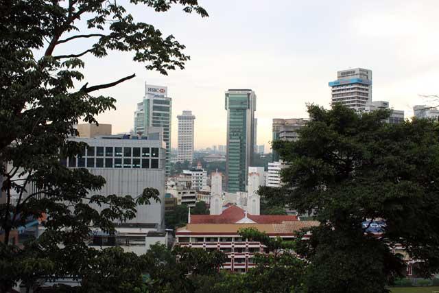 Skyline van Kuala Lumpur vanaf de loopbrug in Bukit Nanas
