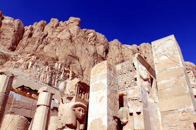 Tempel van Hatsjepsoet bij Luxor in Egypte