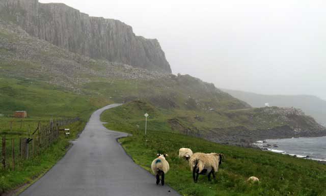 Eenbaansweg in Schotland op Isle of Skye