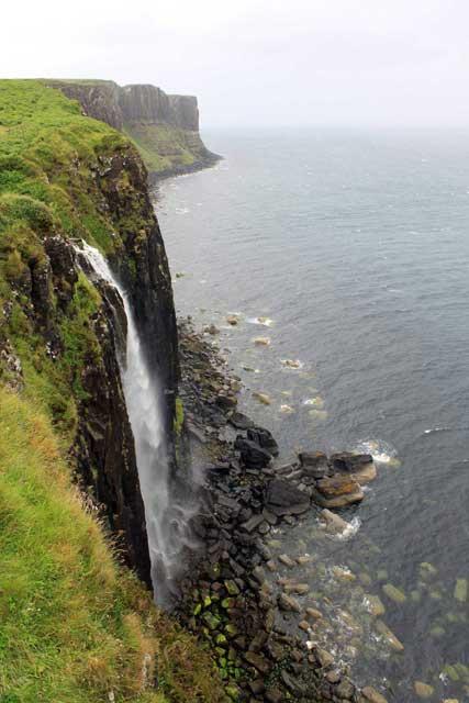 Verrassende watervallen Schotland - Mealt waterval op Isle of Skye