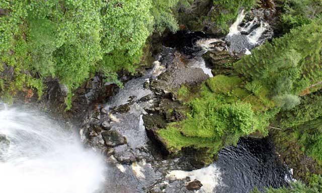 Verrassende watervallen Schotland - Bovenaanzicht van Plodda watervallen