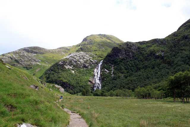 Verrassende watervallen Schotland - Steall Meadows met Steall Falls in de achtergrond