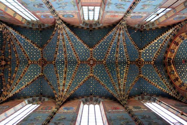 Weekend Krakau in Polen - Het gewelfde plafond met kleurrijke muren van de St. Mary's Basilica