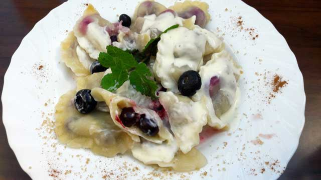 Weekend Krakau in Polen - Zoete Poolse pierogi met blauwe bessen