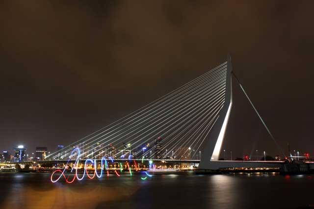 Workshop nachtfotografie - Mijn naam met licht geschreven voor de Erasmusbrug