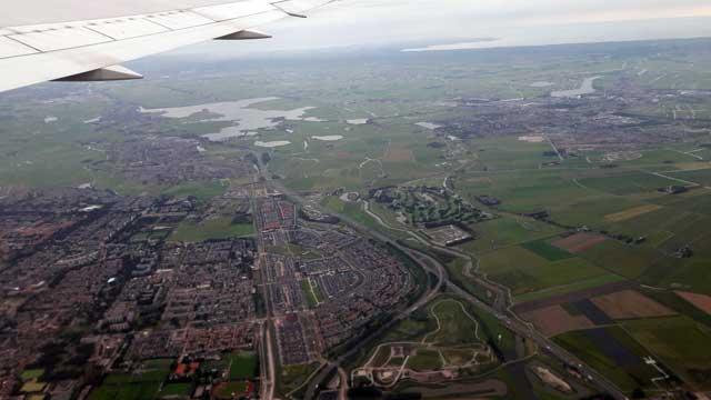 Uitzicht vliegtuig vlak na vertrek vanaf Schiphol