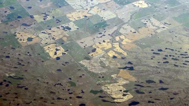 Uitzicht vliegtuig boven cirkelirrigatie in Wyoming