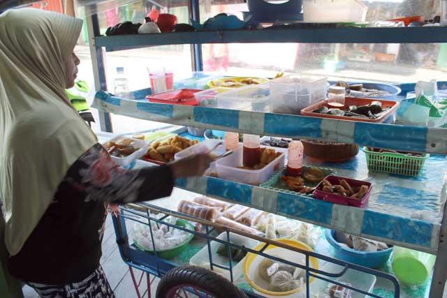 Mahakam rivier in Kalimantan: Mijn lunchkraampje in Muara Muntai