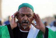 Een van de voorgangers bij Hamid El-Nil moskee in Omdurman in Sudan (Soedan)