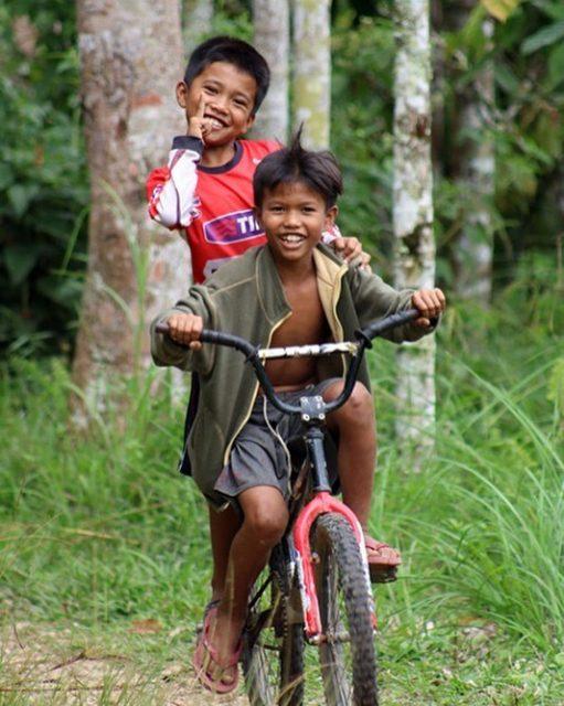 wereldreis: tien meest gelikete fotos instagram kinderen fietsen sumatra